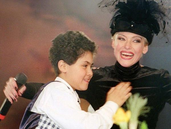 Энтони Родд со своей мамой Ириной Понаровской