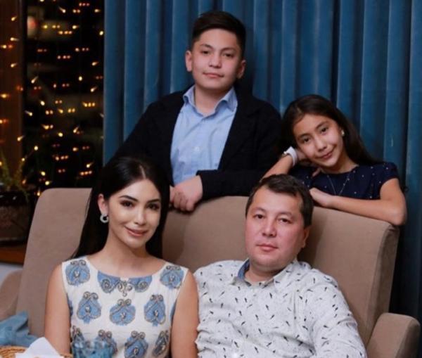 Райхон Уласенова с мужем и детьми