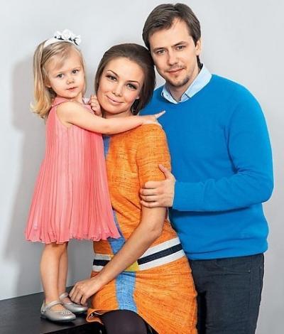 Иван Жидков с женой Татьяной Арнтгольц и дочерью
