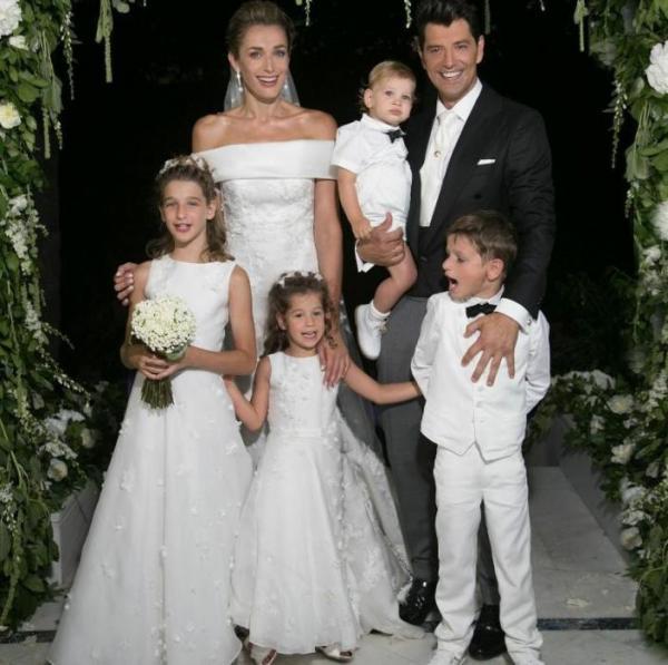 Сакис Рувас с женой Катей Зигули и их четырьмя детьми