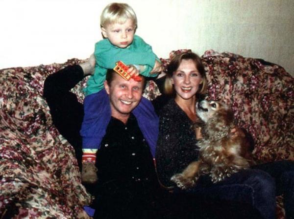 Денис Шальных с родителями