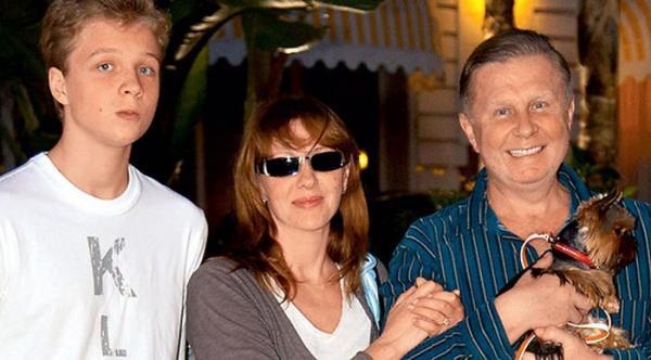 Денис Шальных с родителями: Еленой Яковлевой и Валерием Шальных