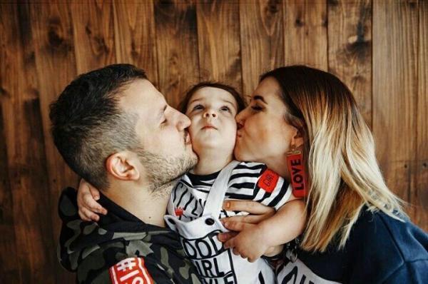 Дмитрий Позов с семьей