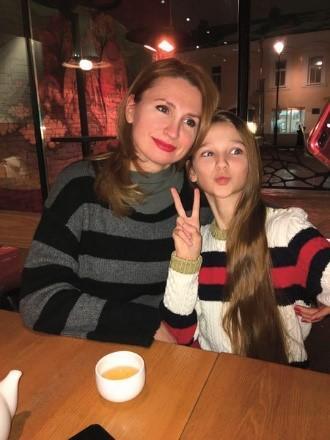 Лиза Анохина с мамой Мариной