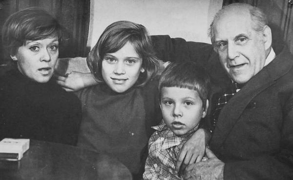 Алиса Фрейндлих с семьей