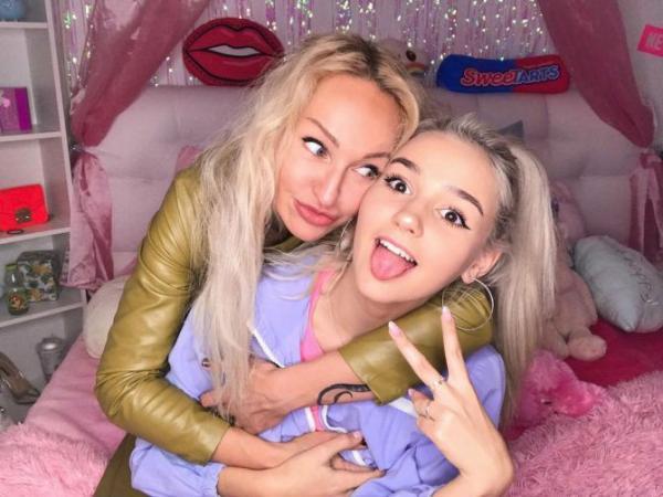 Ева Миллер с мамой
