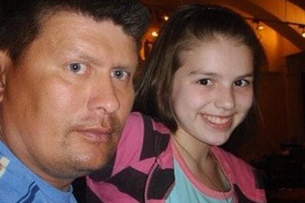 Люся Чеботина в детстве с отцом