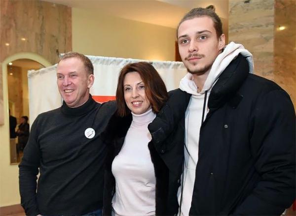 Василий Рыбин с родителями