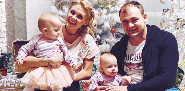 Елена Сажина с мужем Павлом и дочерьми