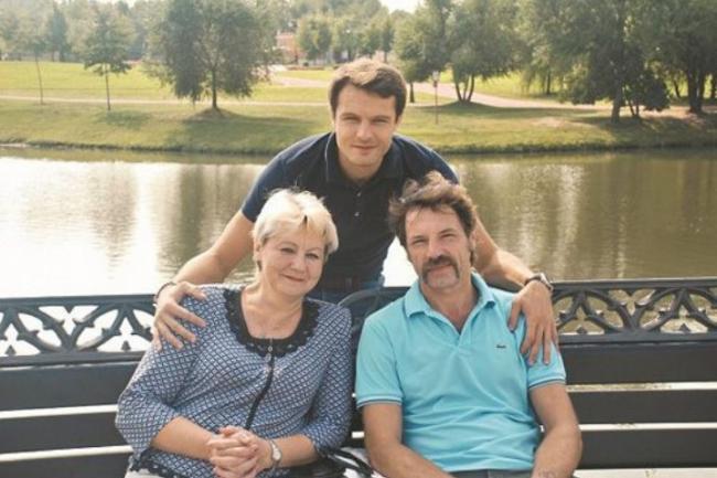 Евгений Пронин с родителями