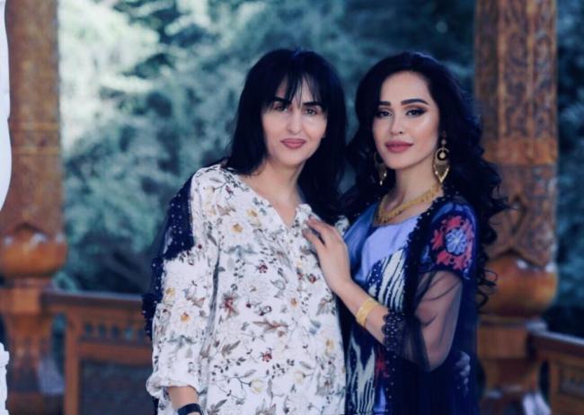 Мадина Акназарова с мамой