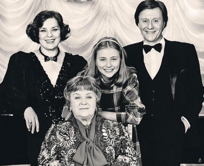Андрей Миронов с семьей