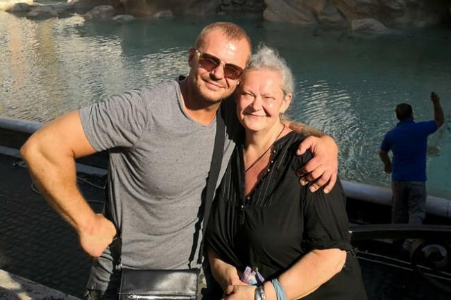 Андрей Стоянов с мамой