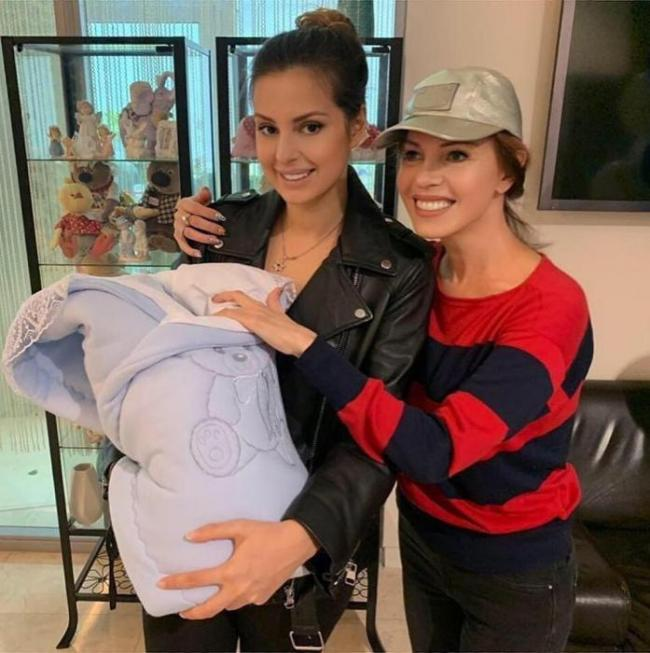 Елена с новорожденным сыном Даниэлеми мамой