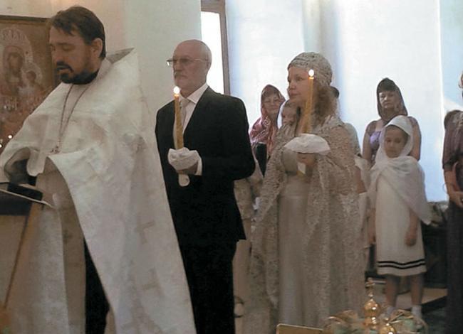 Абрамова и Беляев на венчании
