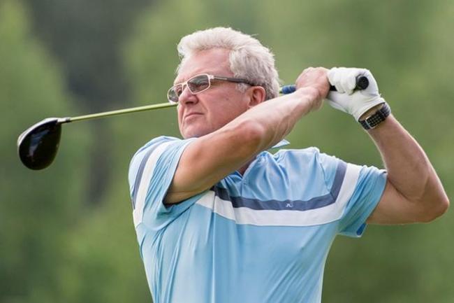 Виктор Христенко играет в гольф
