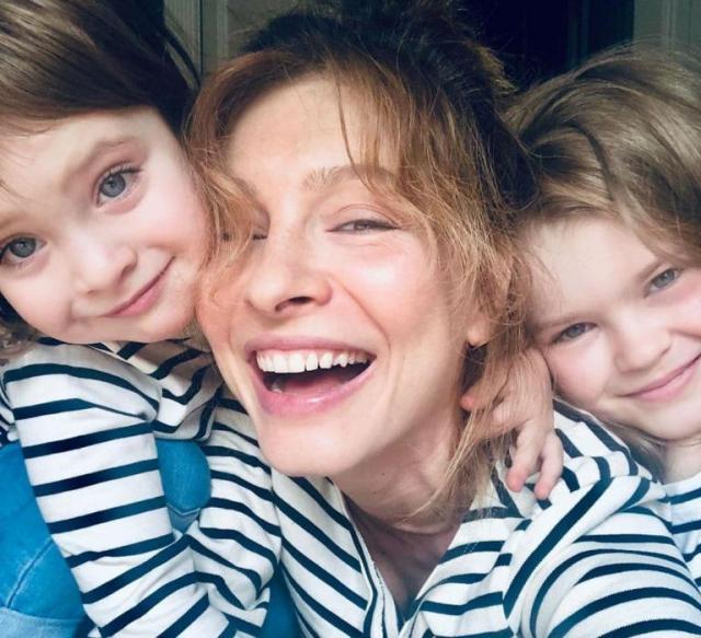 Елена Подкаминская с детьми