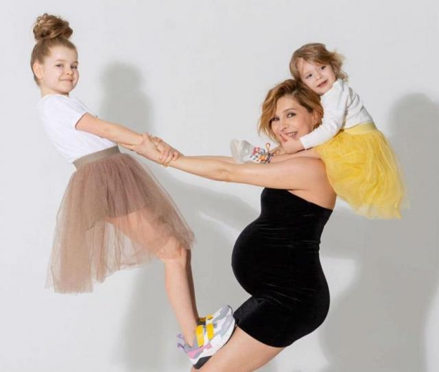 Елена Подкаминская с детьми и беременна