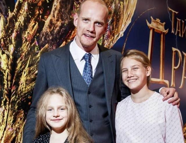 Юрий Колокольников с дочерьми
