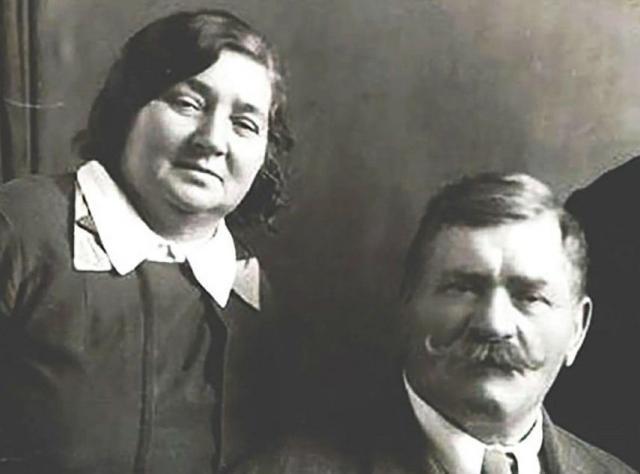 Иван Поддубный с женой Марией