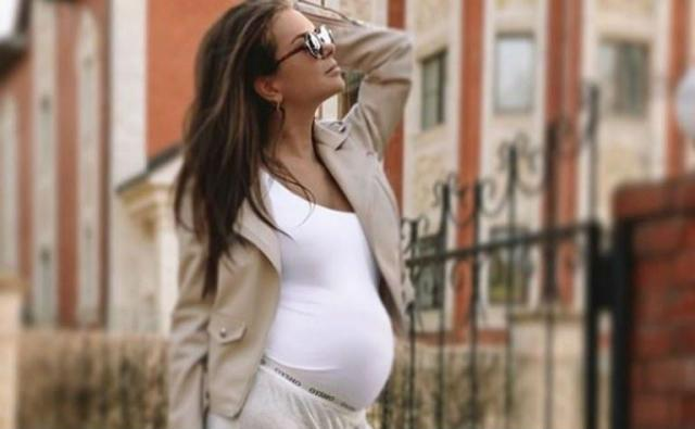 Катя Жужа беременная