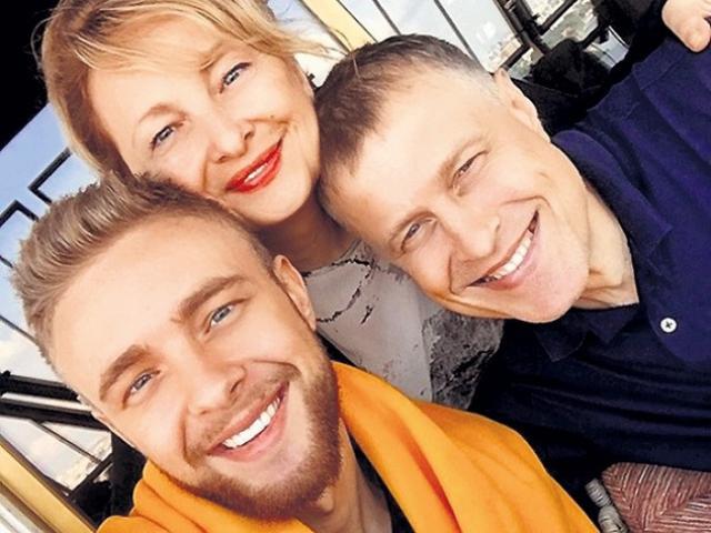 Егор Крид с родителями