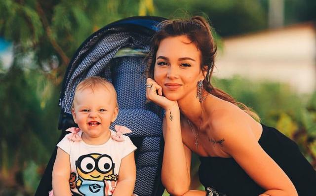 Анастасия Лисова с дочкой