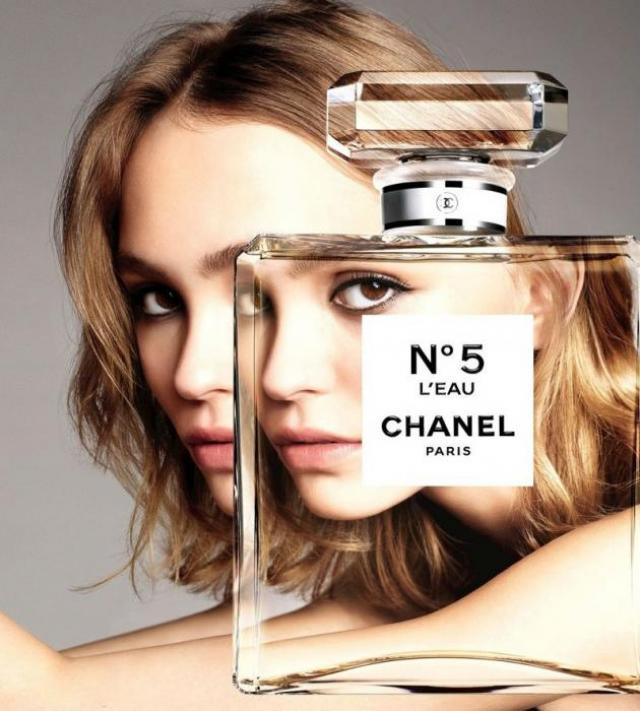 Лили-Роуз в рекламе «Шанель»