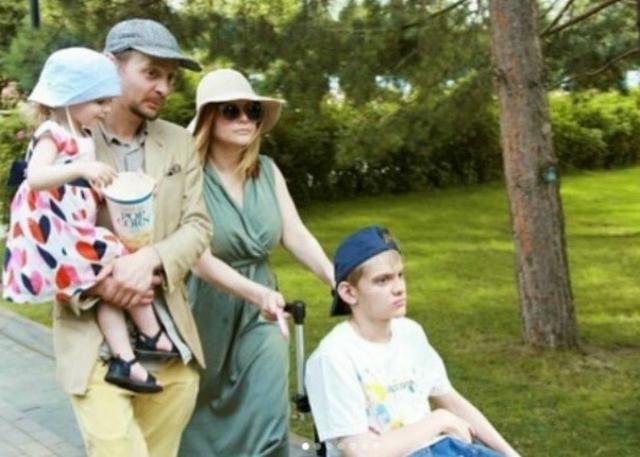Евгений Кулаков с семьей