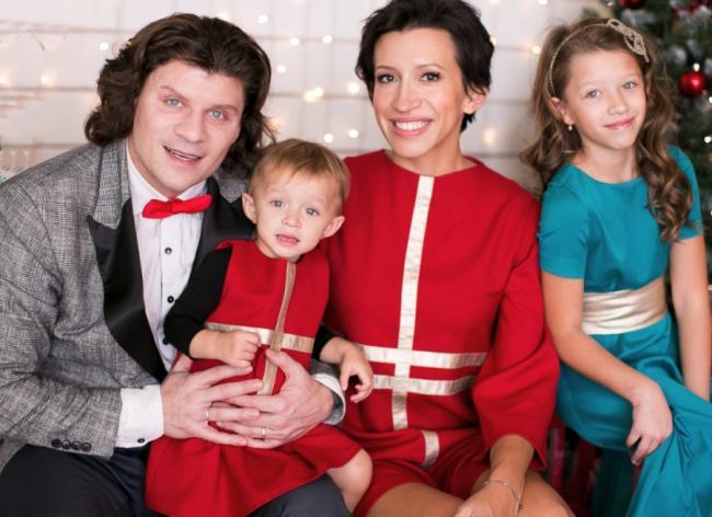 Елена Борщева с детьми и мужем