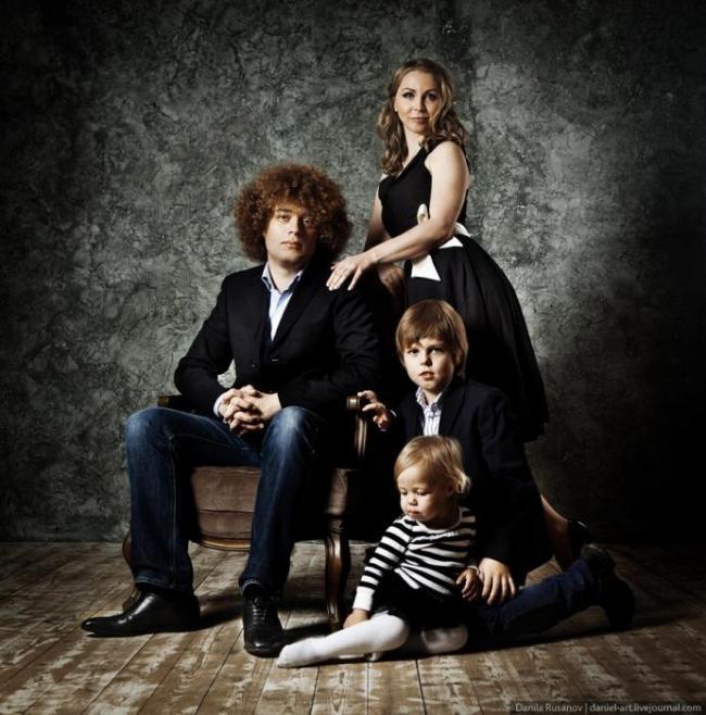 Илья Варламов с семьей