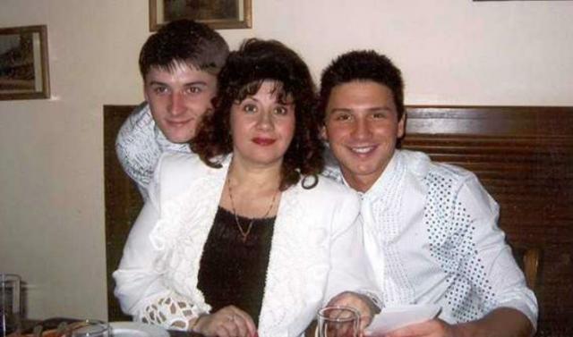 Мать Сергея Лазарева с сыновьями