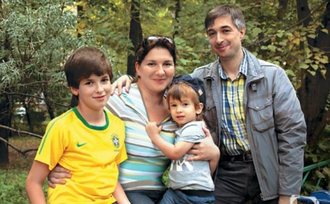 Ровшан Аксеров с семьей