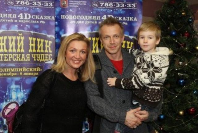 Андрей Комолов с женой и сыном