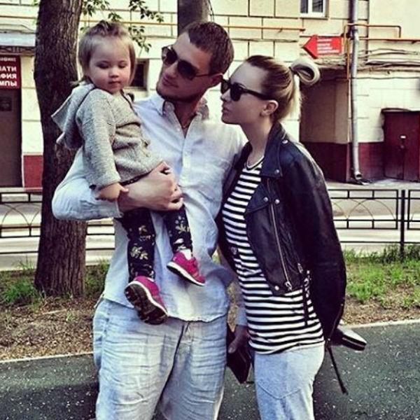 Александр Задойнов с дочкой и бывшей женой