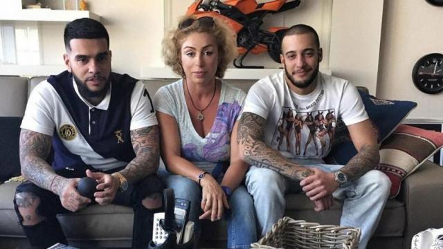 Симона Юнусова с сыновьями