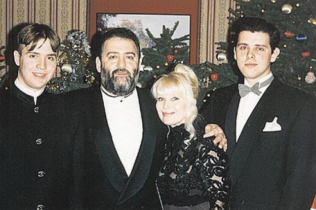 Семейное фото Шуфутинских
