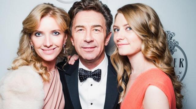 Валерий Сюткин с супругой и дочерью