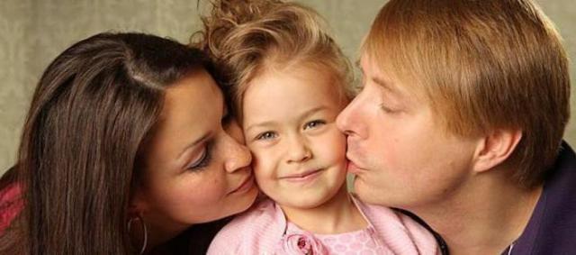 Александр и Ангелина Масляковы с дочерью Таисией
