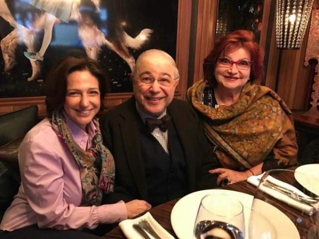 Петросян с Еленой Степаненко и дочкой Викториной