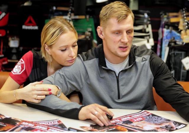 Александр Волков с женой