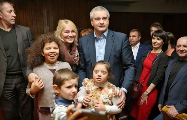 Елена Аксенова в семейном кругу