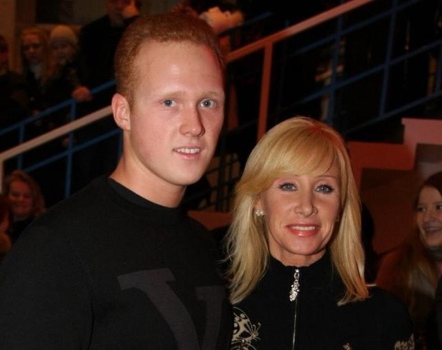Артем Коновалов с мамой Оксаной Пушкиной