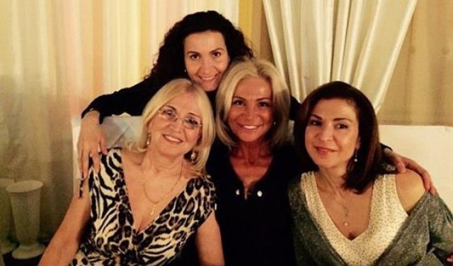 Этери Тутберидзе с мамой и сестрами