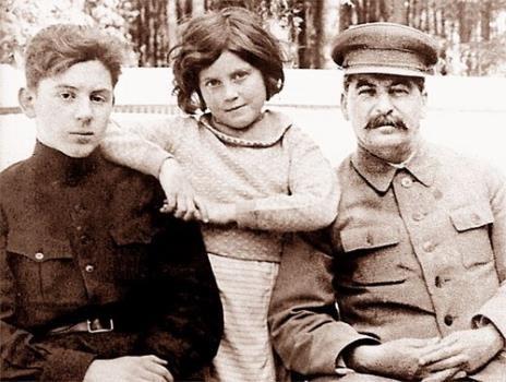 Светлана в детстве с отцом и братом
