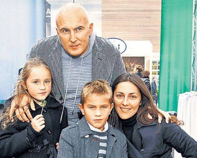 Игорь с женой Анастасией и детьми