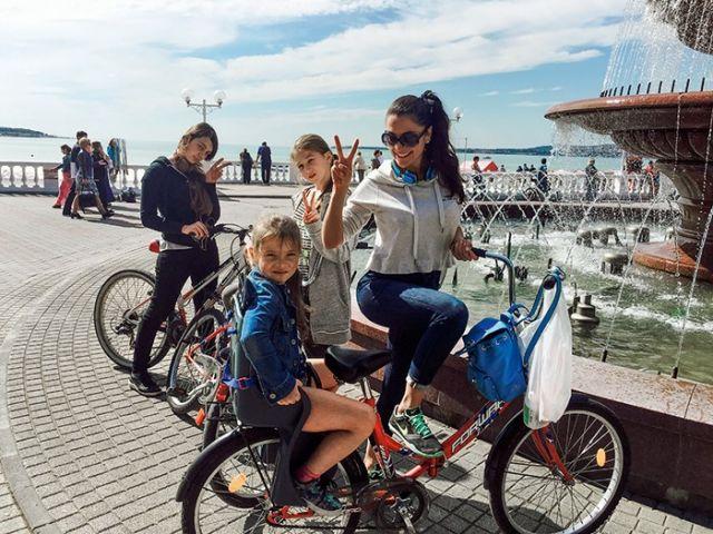 Виктория Полторак с дочерьми
