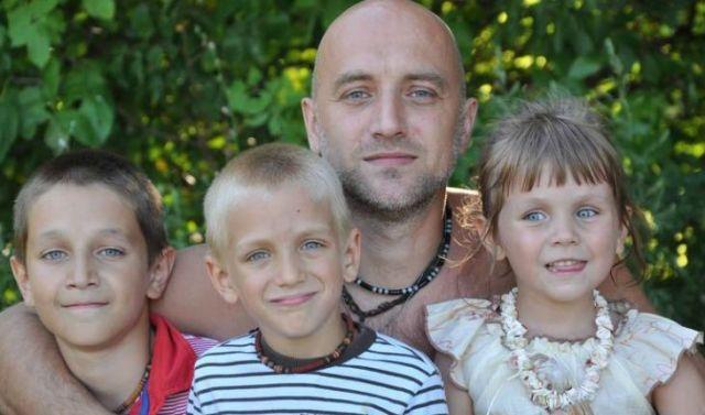 Захар Прилепин с детьми