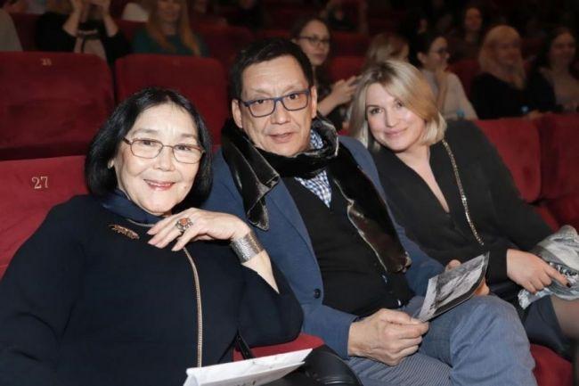 Егор Кончаловский с супругой и мамой