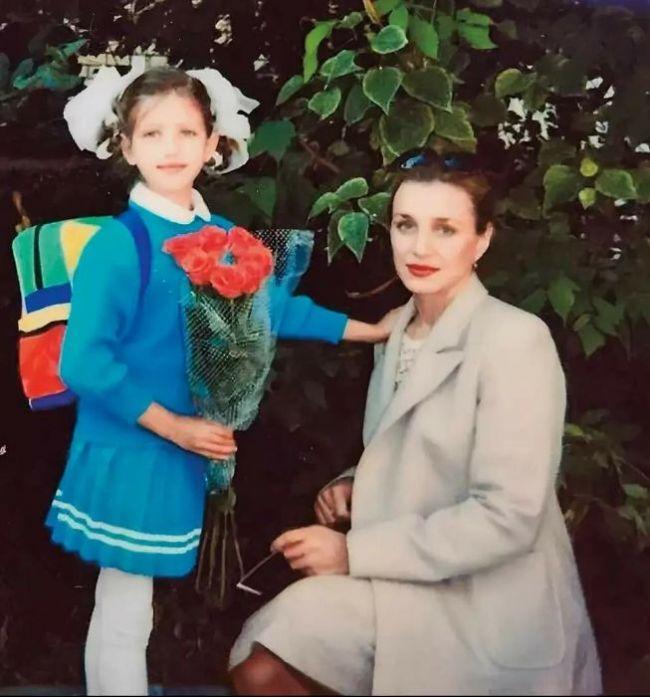 Анна Чиповская в детстве